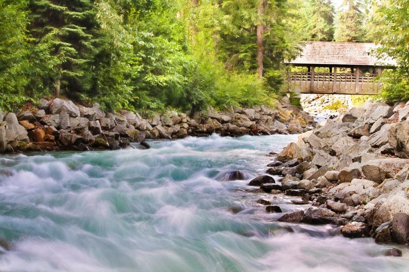 flowing-creek-1029885_1920