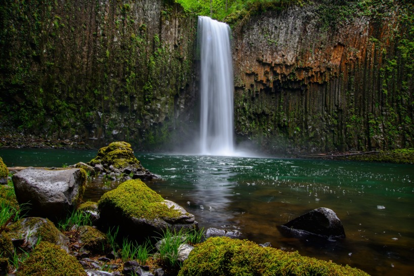 waterfall-1031724_1920