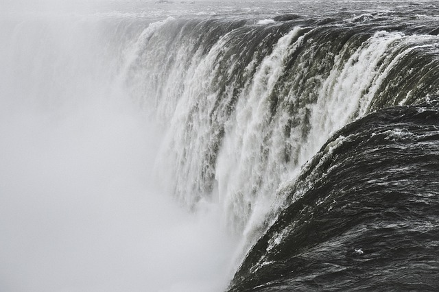 waterfall-1208323_640