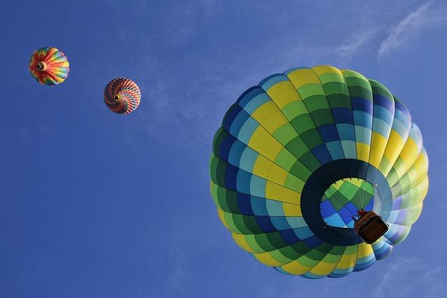 hot-air-balloons-1984308_640.jpg