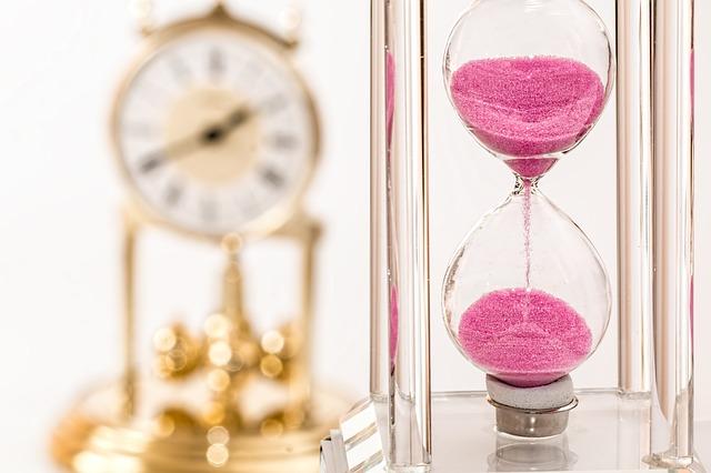 hourglass-1703330_640.jpg