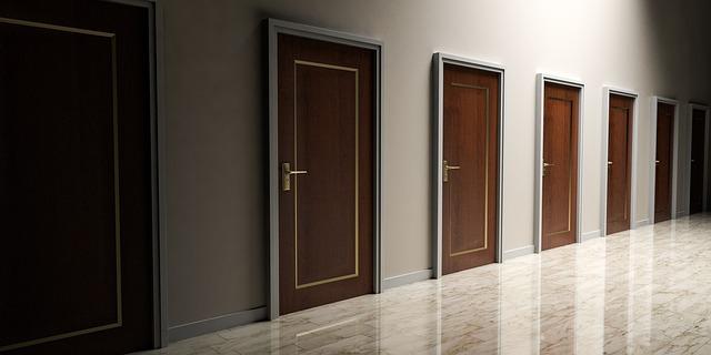 doors-1613314_640.jpg