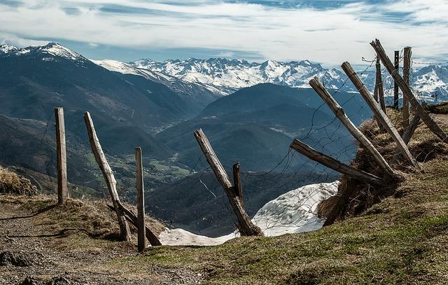 pyrenees-2142714_640.jpg