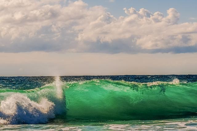 wave-2026344_640.jpg
