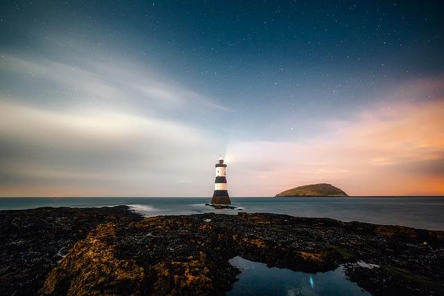 lighthouse-2225445_640.jpg