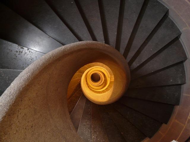 stairs-8443_640.jpg