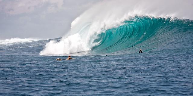 big-waves-2193828_640.jpg