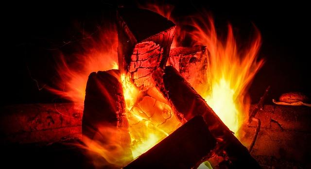 campfire-2409282_640.jpg