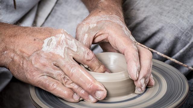 hands-1139098_640.jpg