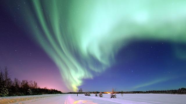 aurora-borealis-1181004_640.jpg
