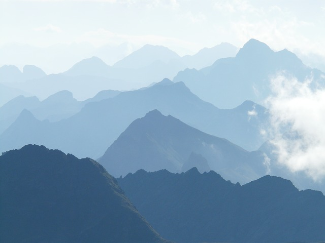 mountains-9262_640.jpg