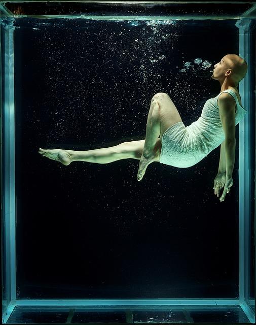 under-water-1819584_640.jpg