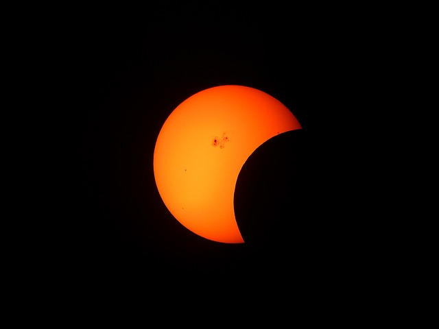 partial-solar-eclipse-1154215_640.jpg