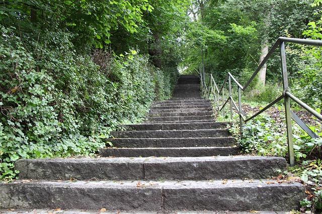 stairs-2661149_640.jpg