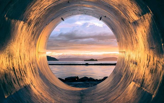 tube-945487_640.jpg