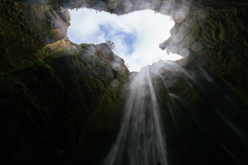 cave-1149023_1920.jpg